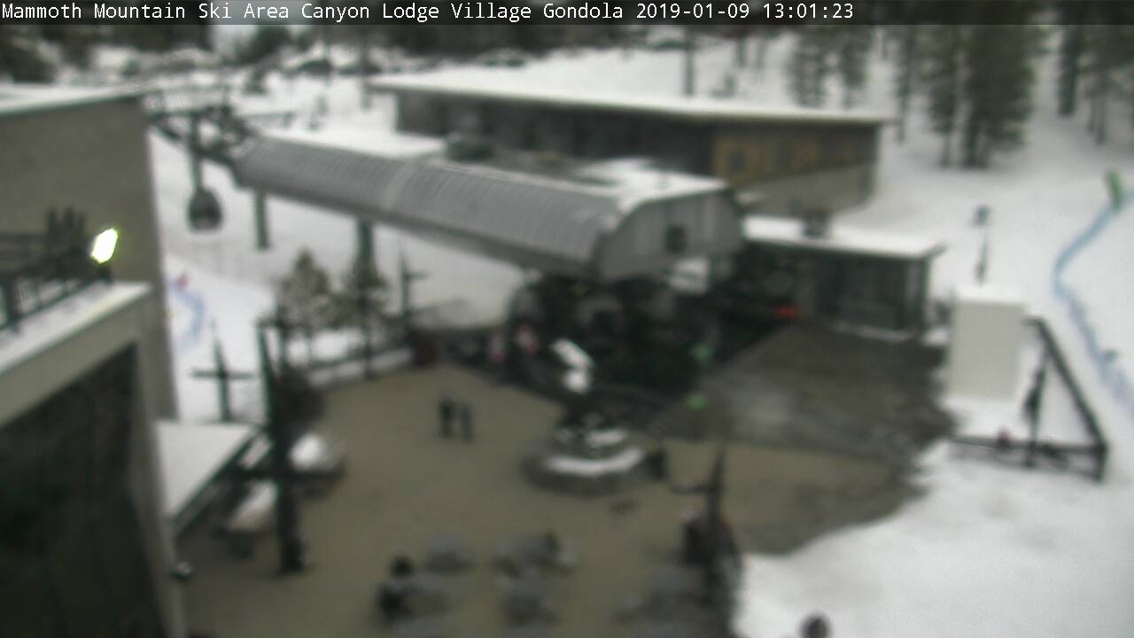 Mammoth Mountain Canyon Lodge Webcam - Mammoth Lakes, CA